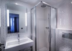 Hotel Royal Opera - Paris - Bathroom