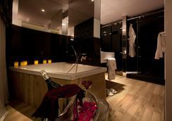 Anba Bed & Breakfast Deluxe - Barcelona - Bathroom