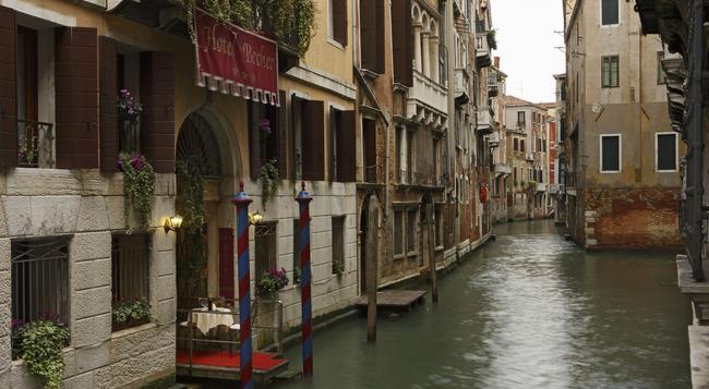 Hotel Becher - Venice - Building
