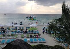Coral Seas Garden Resort - Negril - Beach