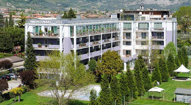 Ambassador Suite Hotel - Riva del Garda - Building