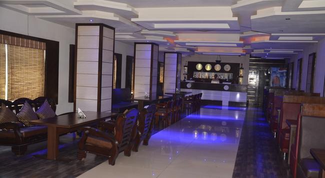 Hotel Ark Continental Rudrapur - Rudrapur - Bar