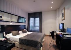 Petit Palace Madrid Aeropuerto - Madrid - Bedroom