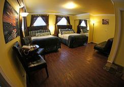 Pegasus International Hotel - Key West - Bedroom