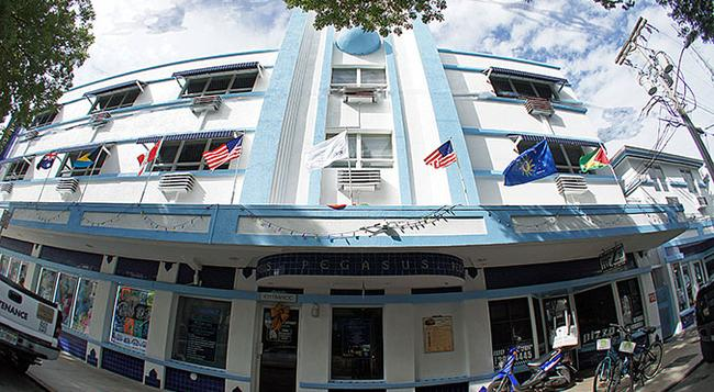 Pegasus International Hotel - Key West - Building