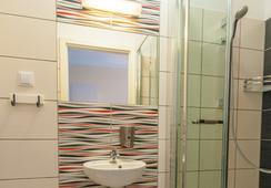 Premium Hostel - Krakow - Bathroom