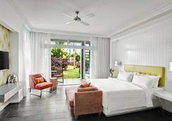 Long Beach Golf & Spa Resort - Belle Mare - Bedroom