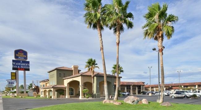 Best Western Plus A Wayfarer's Inn and Suites - Kingman - Building