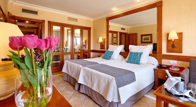 Costa Adeje Gran Hotel - Adeje - Bedroom