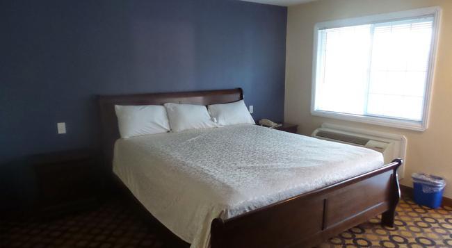Surf City Inn & Suites - Santa Cruz - Bedroom