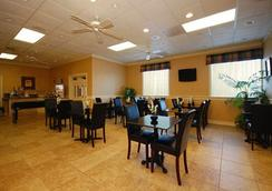 Quality Inn and Suites Haywood Mall Area - Greenville - Bar