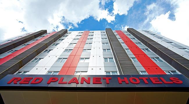 Red Planet Bekasi - Bekasi - Building
