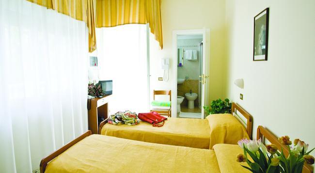 Hotel King - Cesenatico - Bedroom