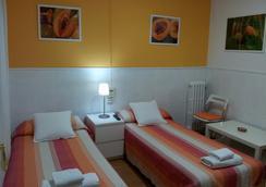 Hostal Valls - Barcelona - Bedroom