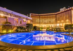 The Red Maple Mashal - Indore - Pool