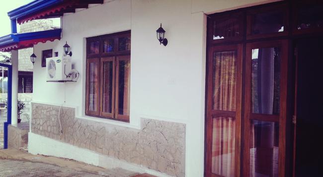 Kandy Moon Hills - Kandy - Building