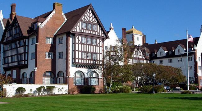 Montauk Manor - Montauk - Building
