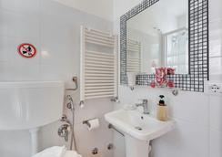 Elevenrome Inn - Rome - Bathroom