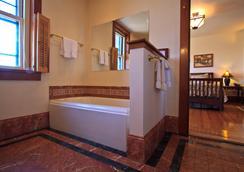 The Gryphon House - Boston - Bathroom