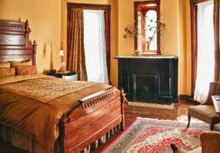 Whiskey Mansion Inn - St Joseph - Bedroom