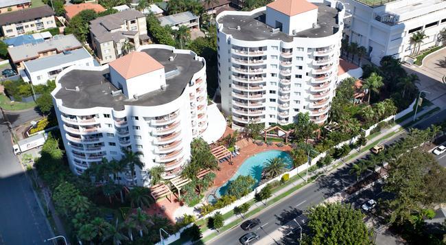 Alpha Sovereign Hotel - Surfers Paradise - Building
