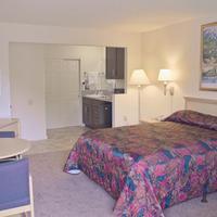California Suites Hotel Guestroom