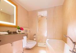 Le Relais des Halles - Paris - Bathroom