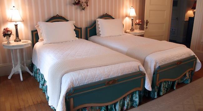 Belmont Inn - Camden - Bedroom
