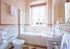 Alchymist Nosticova Palace - Prague - Bathroom