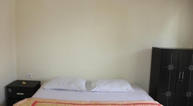 Citrus Tree Bed And Breakfast - Kunyit - Ubud - Bedroom