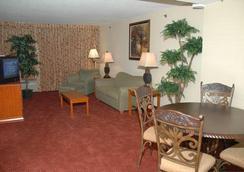 Howard Johnson Atlanta Airport - College Park - Bedroom