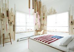 Playland Motel - Queens - Bedroom