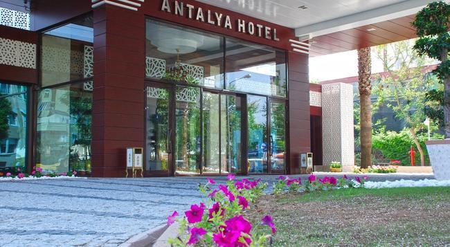Oz Hotels Antalya Hotel Resort & Spa - Antalya - Building