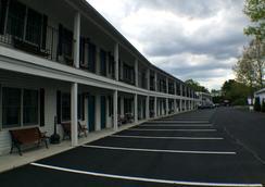Bourne's Ocean Acres Motel - Ogunquit - Outdoor view