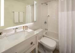 La Siesta Resort & Marina - Islamorada - Bathroom
