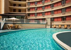 Sheraton Silver Spring Hotel - Silver Spring - Pool