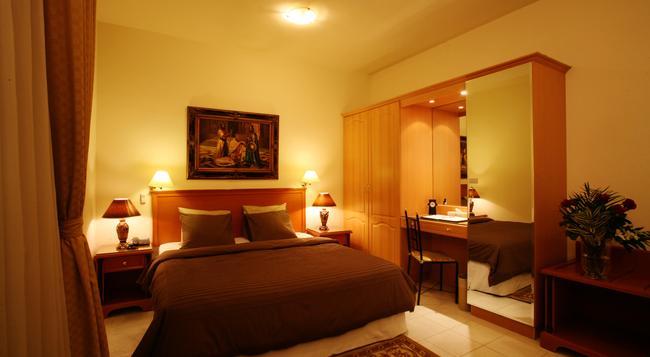 Khalidia Hotel Apartments - Dubai - Bedroom