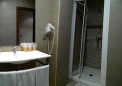 Hotel Toral - Santa Cruz de Mudela - Bathroom