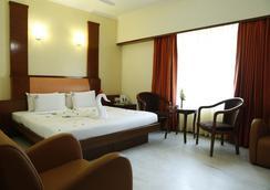 Hotel Chennai Deluxe - Chennai - Bedroom