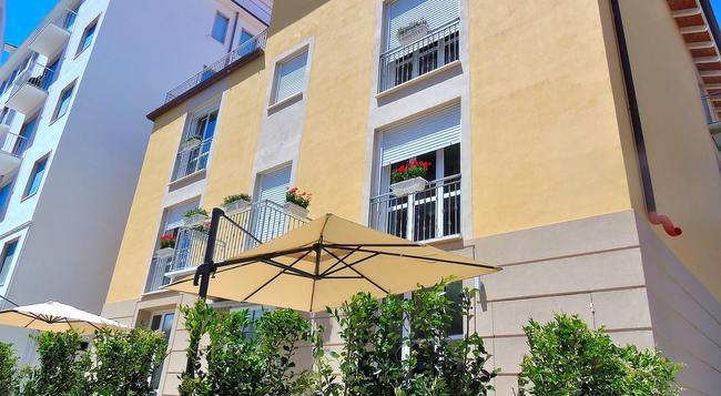 Le Cirque Club Hotel - Camaiore - Building