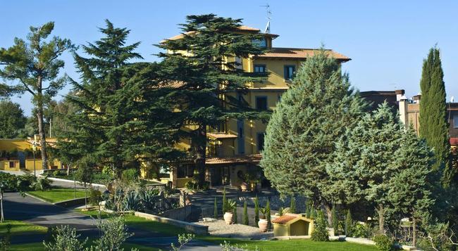 Hotel Poggio Regillo - Frascati - Building