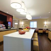 Hawthorn Suites by Wyndham Charlotte - Executive Center Breakfast Area