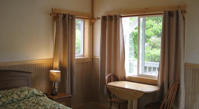 Golden Sands Resort On Lake George - Lake George - Bedroom