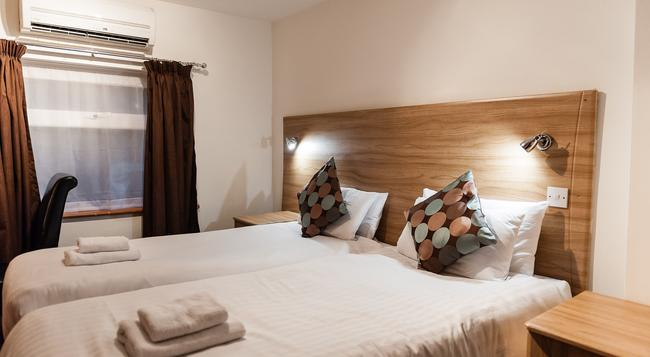 Arinza Hotel - Ilford - Bedroom