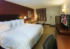 Red Roof Inn Tupelo - Tupelo - Bedroom