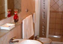 Nuova Fiera - Fiumicino - Bathroom