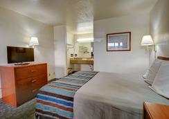 Good Nite Inn Sylmar - Los Angeles - Bedroom