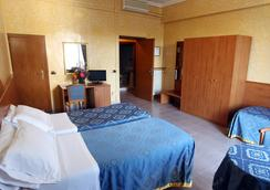 Hotel Baltico - Rome - Bedroom