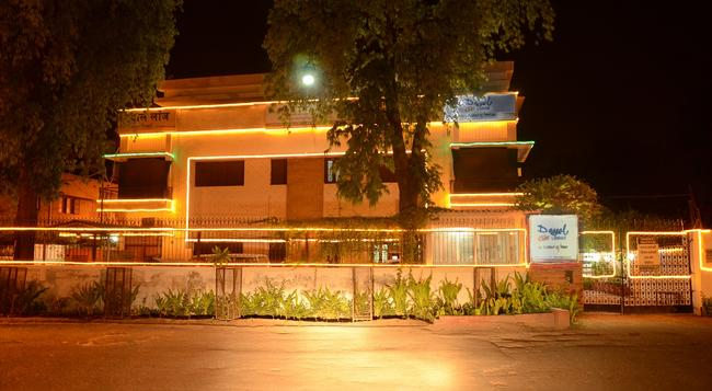 Dayal Lodge - Agra - Building