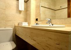Hostal Arriazu - Pamplona - Bathroom